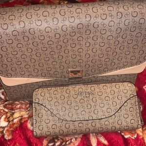 Matching set Guess purse 👜 with wallet